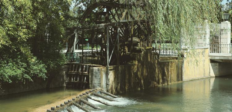 The Water Wheel, in Parque do Mouchao, descends from the wheels the Arabs used?