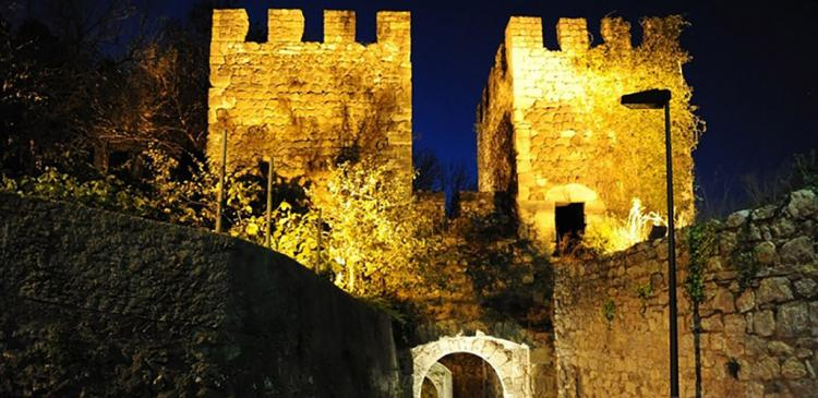 There is a volcano under the Castle of Leiria heating the water of Fonte Quente?